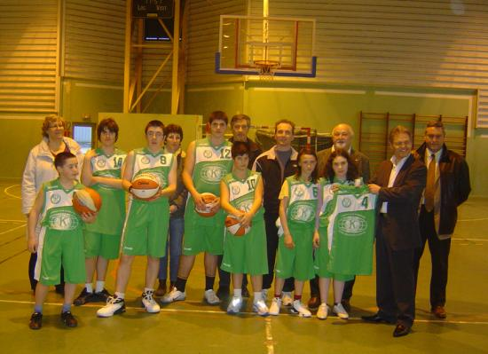 Remise de maillots par l'association Kiwanis - Mars 2009